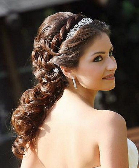 Wedding Hairstyle For Round Face Girl: Wedding Hairstyles For Round Faces