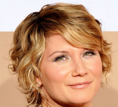 Curly hairstyles for thin hair