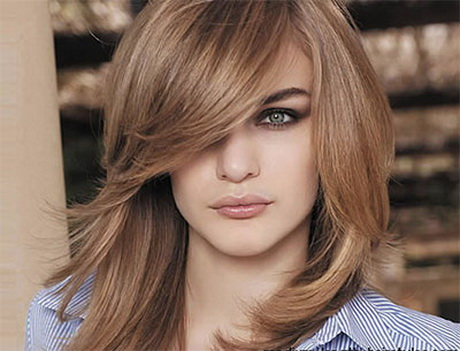 Medium length hairstyle for round face