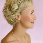 Short hair styles for a wedding