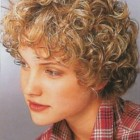 Naturally curly hairstyles short