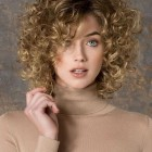 2018 short hairstyles for curly hair