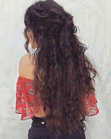 Pretty curly hairstyles for long hair