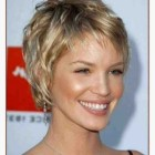 Short haircuts for naturally wavy hair
