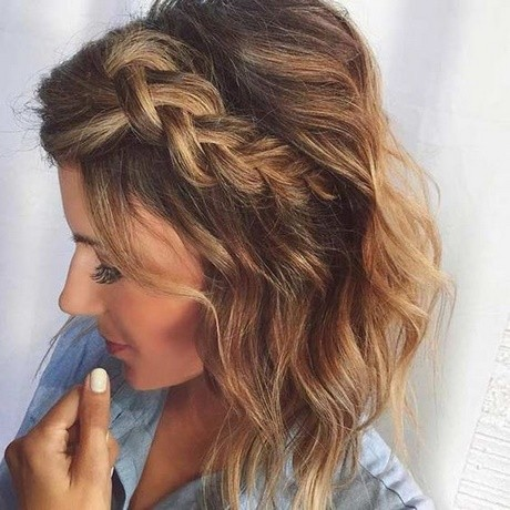 Hairstyles for middle hair