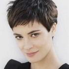Haircut women short