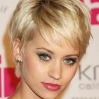Short hairstyles for women over 20