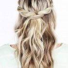 8 hairstyles for the beach