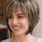 Hairstyle for small round face