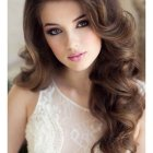Out curls hairstyle