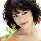 Short hairstyles for curly hair and round faces